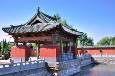 Free Chinese Temple Garden In Traditional Style Royalty Free Stock Images - 16643599