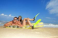 Free Couple Enjoying On An Inflatable Beach Mattress Royalty Free Stock Photography - 16646227