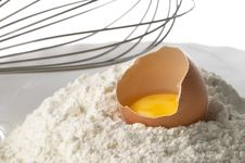 Free Flour, Whisker And Egg Royalty Free Stock Image - 16653616