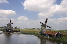Free Dutch Windmill On A Canals Edge Stock Image - 16656151