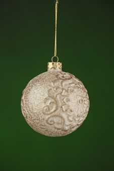Free Christmas Tree Ornament On Green Royalty Free Stock Photos - 16656608