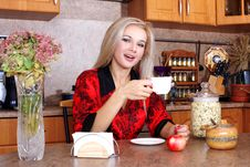 Free Woman Breakfast With Apple Royalty Free Stock Photo - 16657275