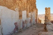 Free Ruins Of Wall And Colonnade Of Ancient  Palace Stock Photography - 16664072