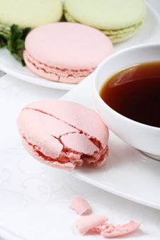 Free Cup Of Coffee And Macaroon Royalty Free Stock Photos - 16667918