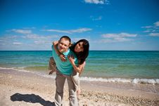 Free A Couple On Beach Royalty Free Stock Photo - 16669045