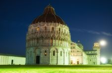 Free Night View Of Piazza Dei Miracoli With A Full Moon Stock Images - 16672154