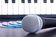 Free Microphone, Cd Disks And Piano Keyboard Stock Photos - 16673713