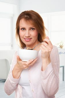 Free Eating A Bowl Of Cereal Royalty Free Stock Photography - 16675097