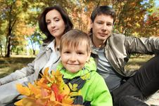 Free Parents With Son Royalty Free Stock Photography - 16676427