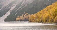 Free Autumn Mountain Lake Stock Photo - 16677090