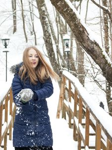 Free Snow Girl Royalty Free Stock Photography - 16687527