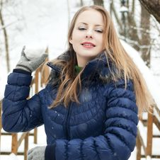 Free Snow Girl Royalty Free Stock Photography - 16687567