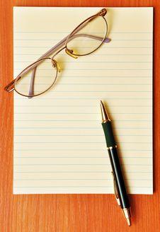 Free Pen And Eye Glasses Stock Photos - 16688243
