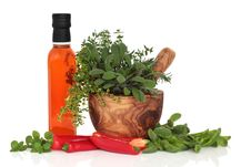 Free Chillies, Oil And Herb Leaves Royalty Free Stock Photography - 16690337