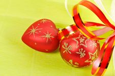 Free Two Christmas Balls On A Green Background Stock Photography - 16694862