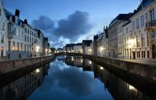 Free Canal In Bruges Royalty Free Stock Photo - 16698035