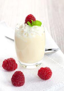 Free Vanilla Dessert Royalty Free Stock Photo - 16698815
