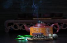 Free Chinese Teapot Royalty Free Stock Photography - 16699127