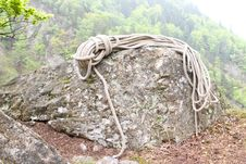 Climbing Rope On Rock Royalty Free Stock Images