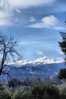 Free Bled Castle And Snowy Julian Alps - Slovenia - HDR Royalty Free Stock Images - 16700239