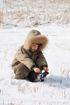 Free Little Boy Standing In The Snow Royalty Free Stock Image - 16702256