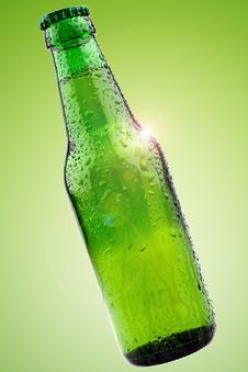 Free Green Beer Bottle Royalty Free Stock Photography - 16705377