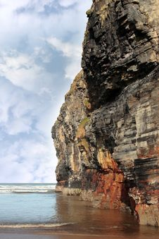 Free Cliff Reflected On Ballybunion Beach Royalty Free Stock Photography - 16706587