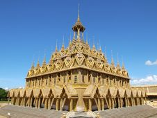 Free Gold Buddhist Temple Stock Photo - 16711830
