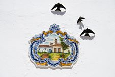 Free Tradisional Ceramic On Portugal Houses Royalty Free Stock Images - 16717789