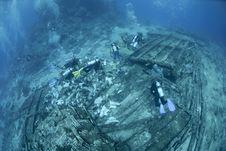 Free Scuba Divers Exploring Ship Wreckage. Stock Photos - 16719003