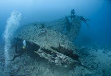 Free Scuba Diver Entering A Shipwreck. Stock Photo - 16719040