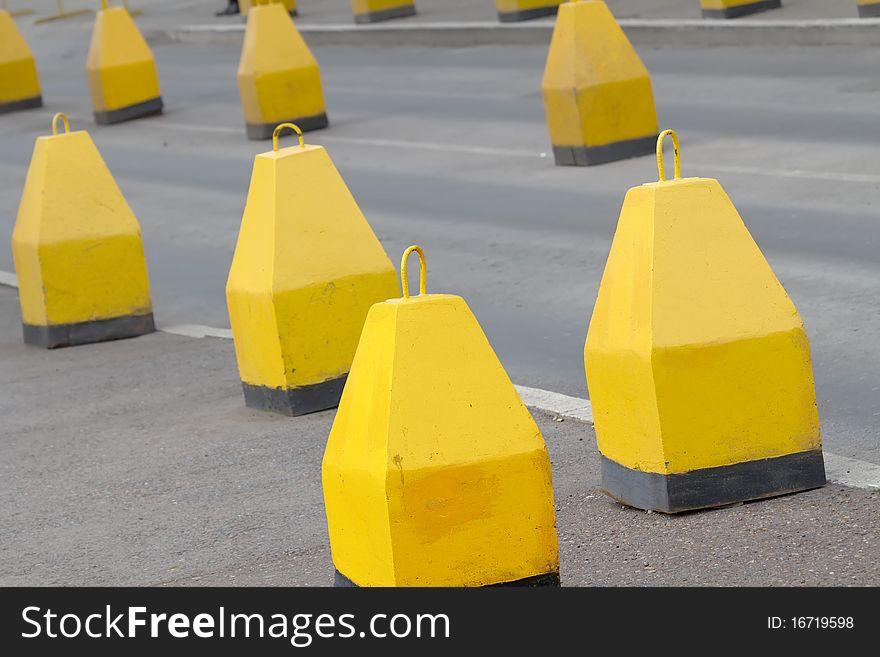 Road  asphalted  obstruct  block