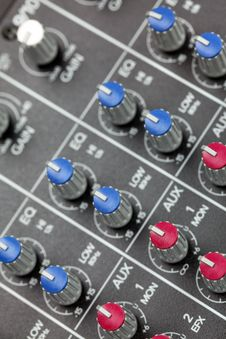 Free Mixing Console Royalty Free Stock Photo - 16727525
