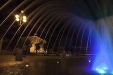 Free Night View Of The Fountain In The Square Royalty Free Stock Photography - 16731377