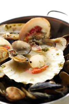 Free Boiled Mussels Royalty Free Stock Image - 16735626