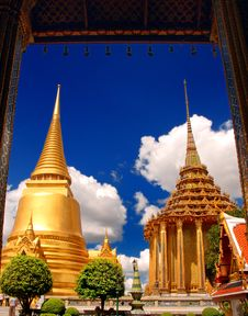 Free Main Largest Stupa At Wat Pra Kaew Royalty Free Stock Photos - 16740088