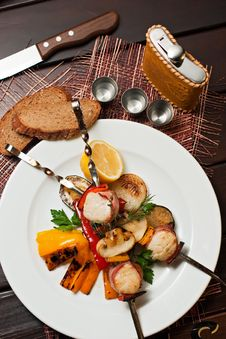 Free Grilled Squids With Vegetables Stock Images - 16747064