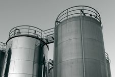 Free Tank Farm With Pipeline 9 Royalty Free Stock Photography - 16747587
