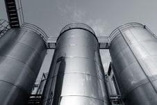 Free Tank Farm With Pipeline 5 Stock Photography - 16747602