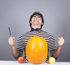 Free The Young Mad Men Try To Eat Apples And Pumpkin. Royalty Free Stock Photography - 16755877