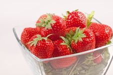 Free Strawberry With Green Leaf Royalty Free Stock Images - 16761029