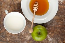 Free Breakfast With Milk, Honey And Apple Royalty Free Stock Photos - 16761448