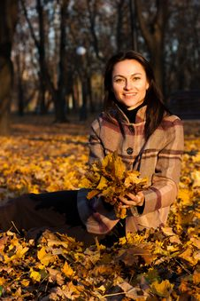 Free Beautiful Young Woman Sitting In Autumn Leaves Royalty Free Stock Photography - 16766327