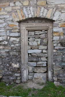 Free Opening Of Entrance Door Is Stopped Up By Stones Stock Photography - 16767912