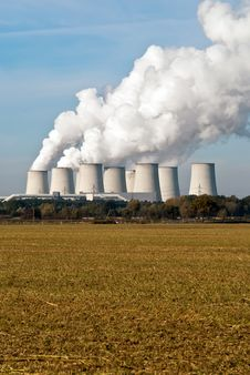 Free Power Plant Cooling Towers Upright V4 Royalty Free Stock Photo - 16769355