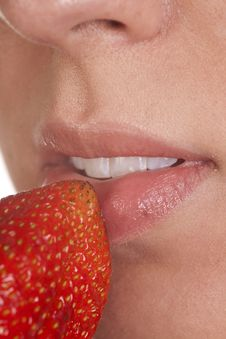 Free Lips With Strawberry Royalty Free Stock Images - 16770869