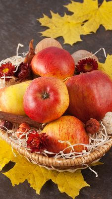 Free Apples In Wicker Basket Stock Photo - 16777970