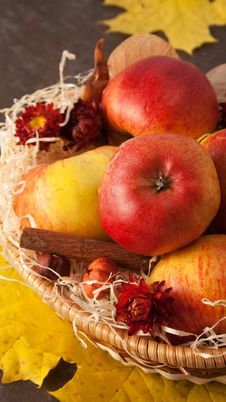 Free Apples In Wicker Basket Stock Image - 16777991