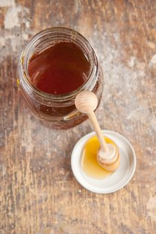 Free Pot With The Fresh Honey Stock Photos - 16781123