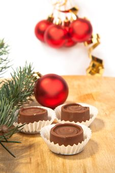 Free Silver Balls And Chocolate Stock Photography - 16781162